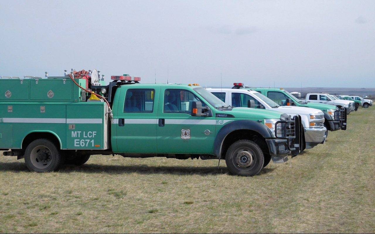 Fire engines at Elk Hill Fire, April 13, 2016 - USFS photo