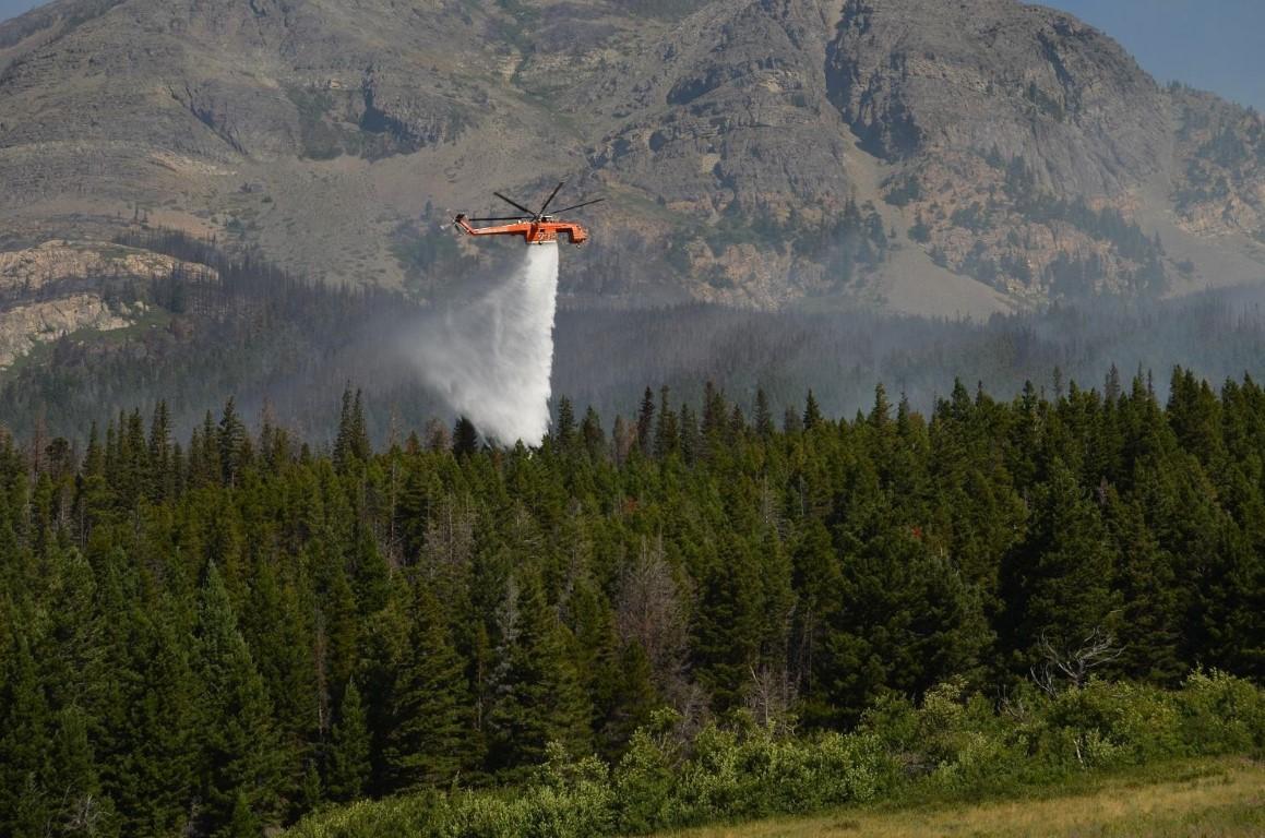 Reynolds Ceeek Fire - Heavy Helicopter Dropping Its Load of Water, July 25, 2015